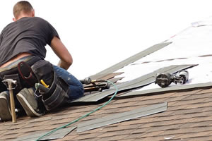 roofer_working-landscape