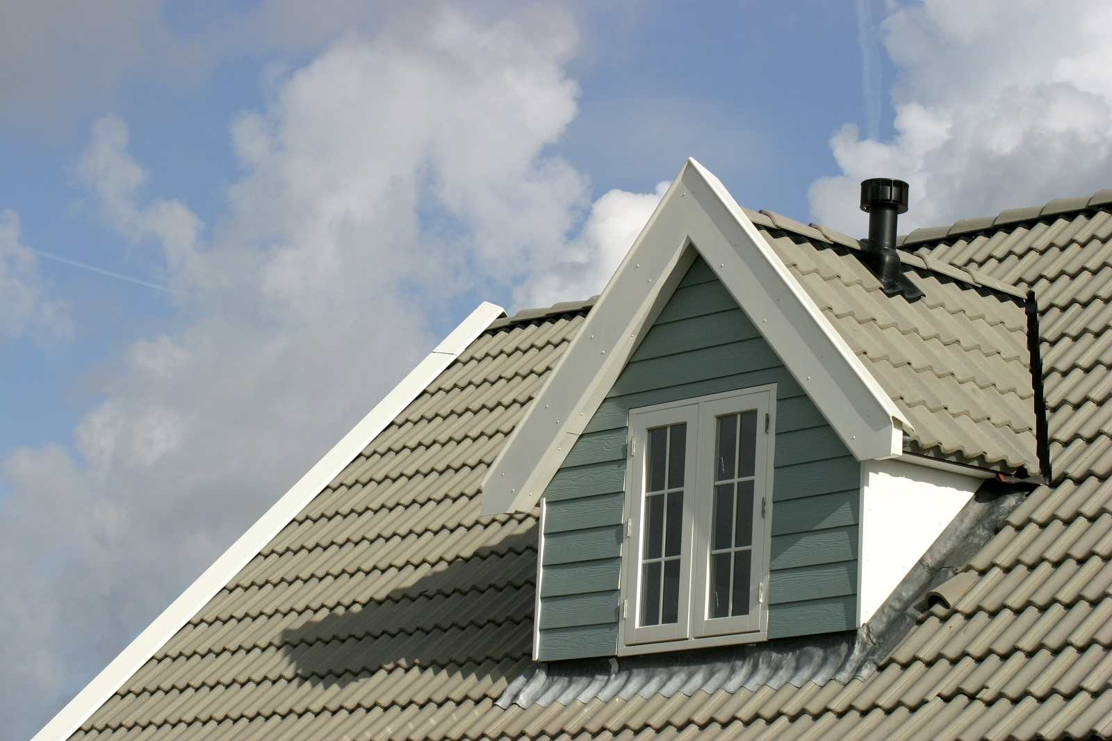 Reasons Why You Should Install A New Roof In Summer
